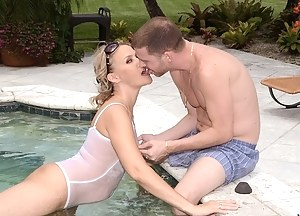 Free Mature Swimsuit Porn Pictures
