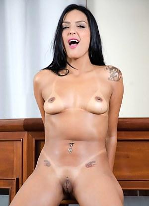 Free Mature Brunette Porn Pictures