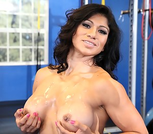 Free Muscle Mature Porn Pictures
