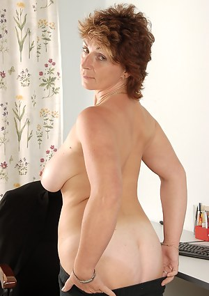 Free Short Hair Mature Porn Pictures